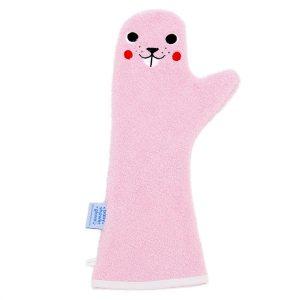 Lange licht roze washand met een gezichtje van een bever.