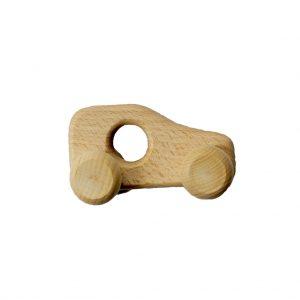 klein houten autootje, met in het midden een gat, zodat het kindje het goed kan vasthouden