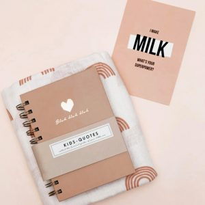 Brievenbus kraamcadeau roze kids quotes boekje met goud folie hartje, witte hydrofieldoek met regenbogen